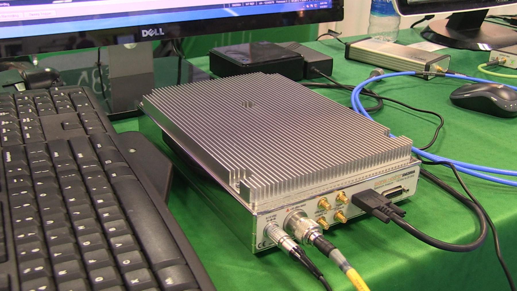 signal hound 20 GHz spectrum analyzer