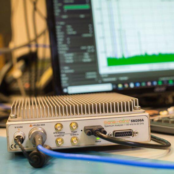 a photo of the 20 GHZ SM200A spectrum analzyer analyzing RF